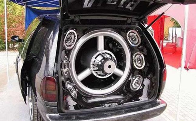 rides cars giant subwoofer minivan rear window glass
