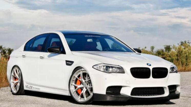 2013 Alpine White BMW M5 rides