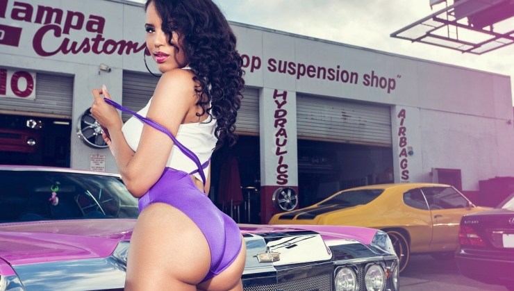 #car+girls+model+feature+lyn+starr+FEATURED