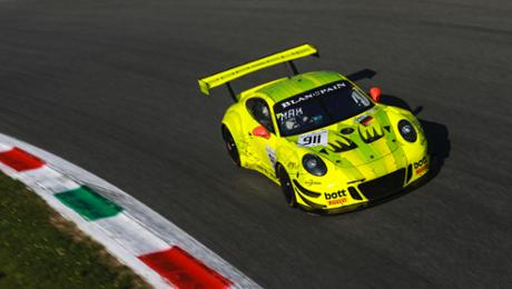 Difficult start to a deteriorate for a 911 GT3 R during Monza