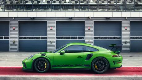 A transparent concentration on motorsport: a new Porsche 911 GT3 RS