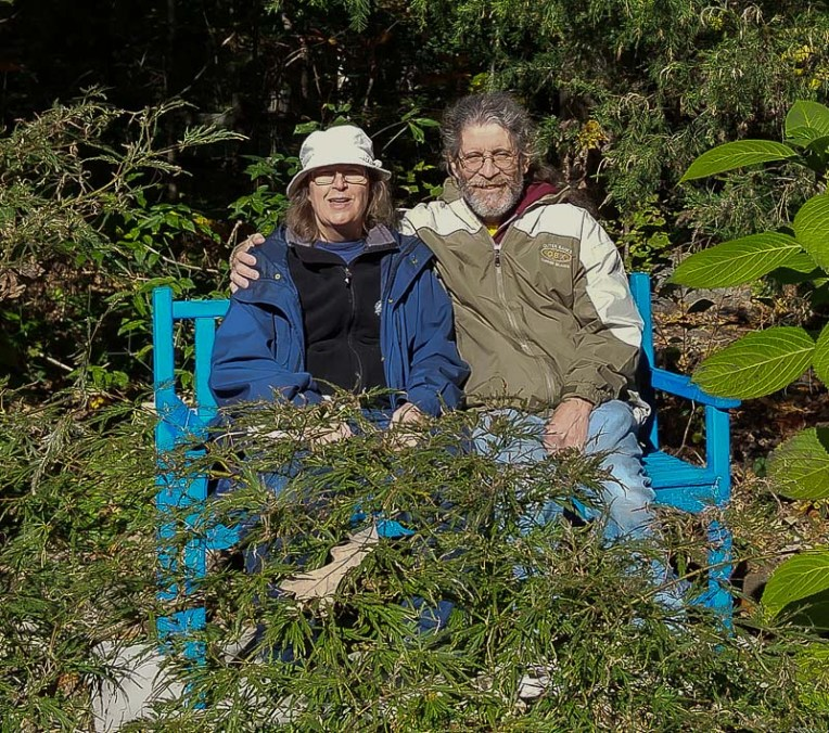 Gareth-and-Nancy-in-the-blue-bench-garden-1001
