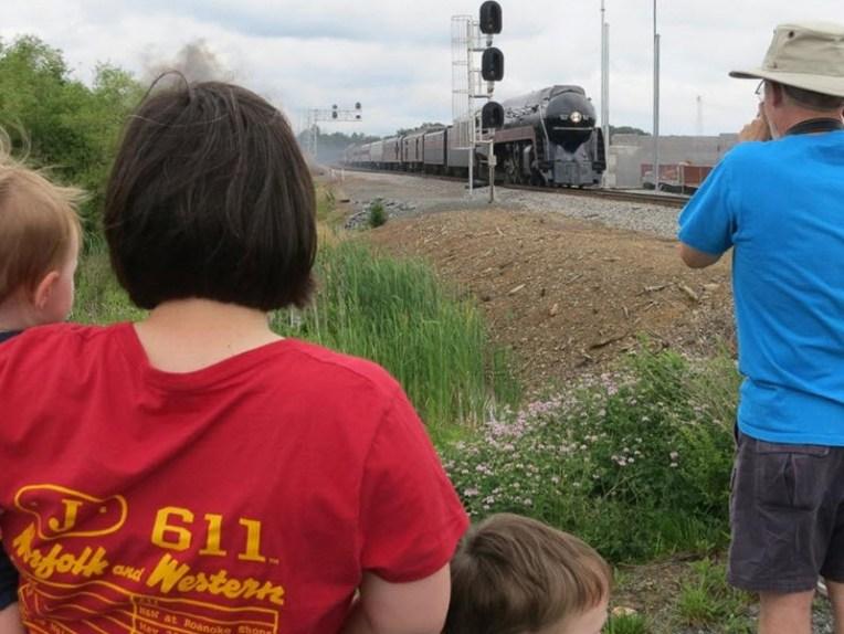 611-the-Queen-of-Steam.spectators.800-611