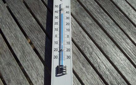 picture of thermometer showing high temperatures during a heatwave