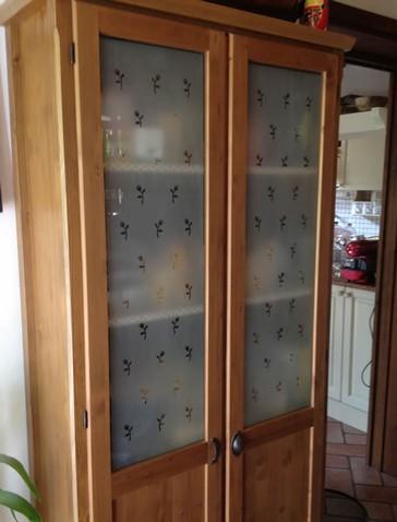 Realizzazione vetri decorati o dipinti per arredamento mobili e complementi Modena  vetriartistici