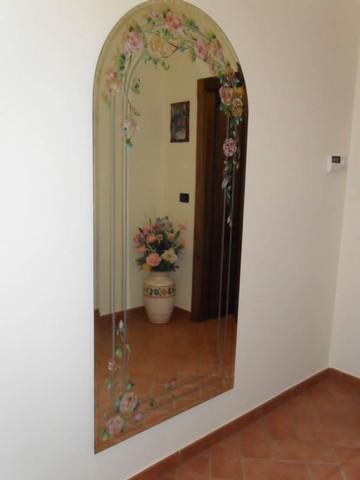 Decorazione sabbiatura pittura e foglia oro di specchi specchiere per locali commerciali e