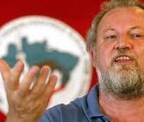 João Stedile, Leader del Movimento Sem Terra: «Vogliono fermare Lula: è un attacco conservatore».