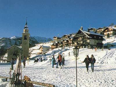 Rifugio Alpino LErmitage Chamois AO  Immagine Chamois dinverno