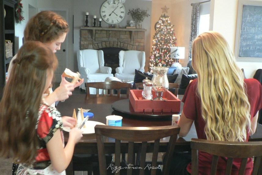 kid-friendly christmas cake-topper