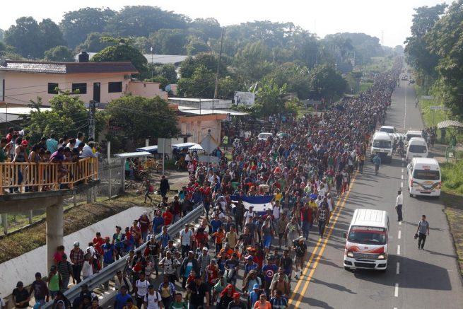 Honduran Migrants from Caravan Begin Entering Mexico via Rafting, Swimming