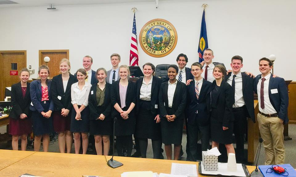 Logos High School mock trial team retakes state title