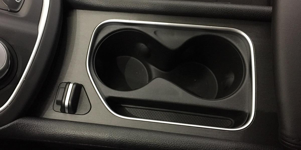 Chrysler 200 cupholder