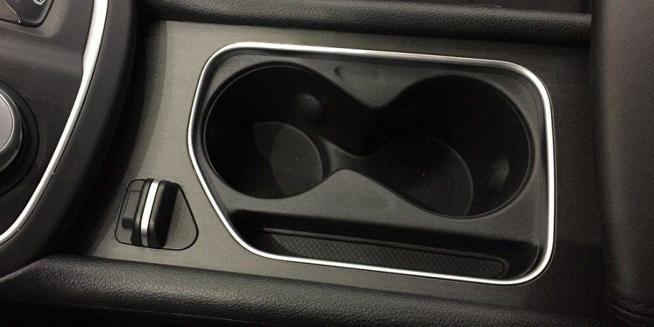 Chrysler 200 cupholder