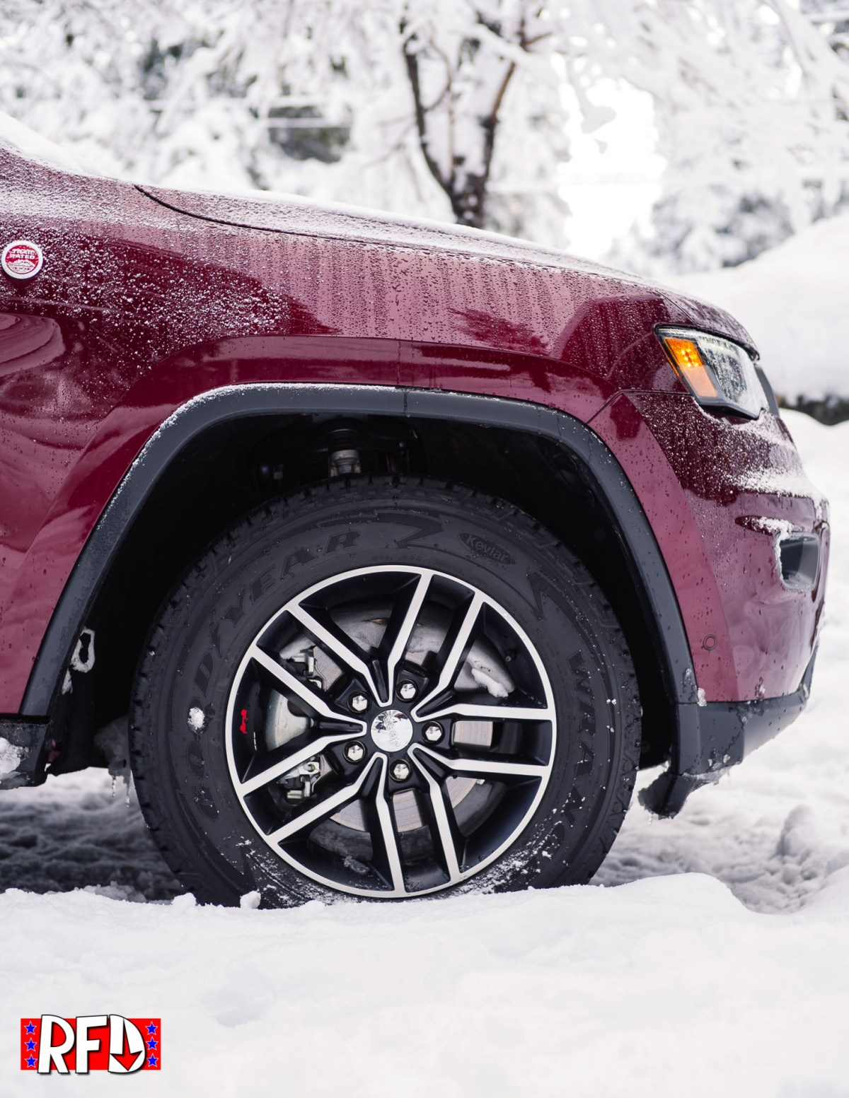Jeep Grand Cherokee Trailhawk front quarter profile