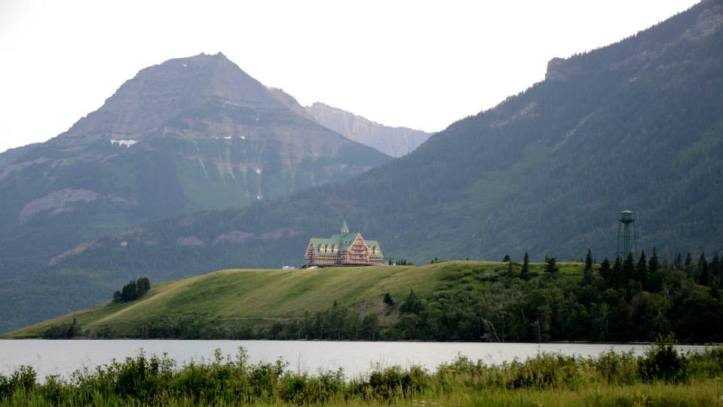 Visiting Glacier National Park and Waterton Lakes National Park, are two of the Rockies most beautiful mountainscape. The parks are located on the border between Montana and Canada.