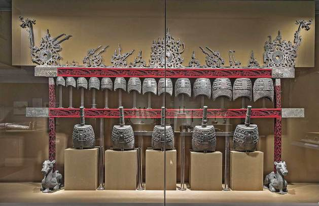 Bell set, Western Han period (206 BCE–9 CE), 2nd century BCE. Unearthed from Tomb 1, Dayun Mountain, Xuyi, Jiangsu. Bells: bronze; stands: lacquer and silver. Nanjing Museum. Photograph © Nanjing Museum.