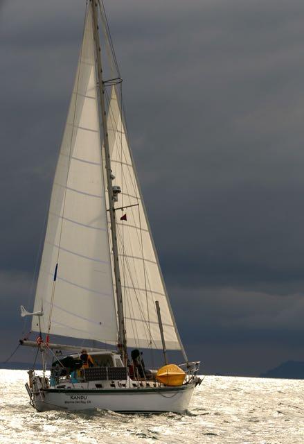 Kandu on the silvery water off Ventura Harbor (photo Dina Pielaet)