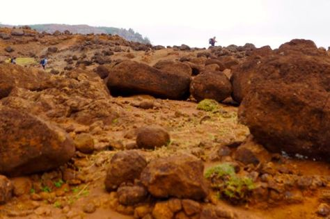 Boulders along the path atop Eiao.