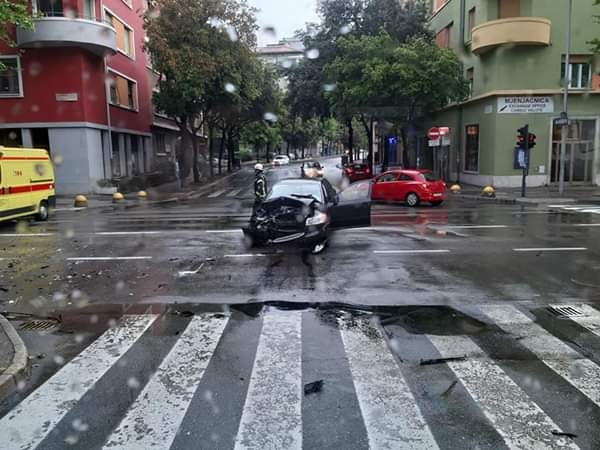 Prometna nesreća pored željezničkog kolodvora