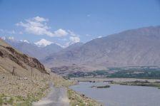 Samstags im Niemandsland der Brücke - Freihandelsbazar zwischen Tadschiken und Afghanen bei Ishkoshim