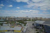 """Blick aus der """"Sphäre"""" über das Expogelände nach Astana-City"""