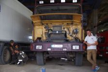 MAN-Werkstatt Barnaul und Alexander, unser unbezahlbarer Helfer