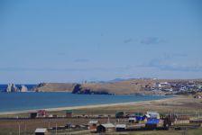 Der Ort Chuschir mit dem Kap Burchan