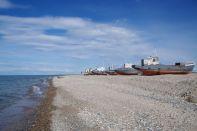 Trockengelegt - die ehemalige Fischereiflotte von Posolskoye...
