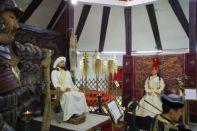 Dschingis Khan mit seiner Frau...