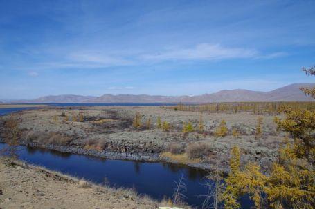 Der Fluss Terkh am Ende des Lavafeldes...