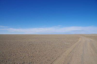 Die Piste in der Reg-Wüste zum Khyargas-See
