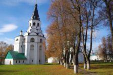 ...sowie der Himmelfahrts- und Kreuzkirche.