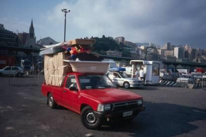 Warten auf die Fähre im Hafen von Genua