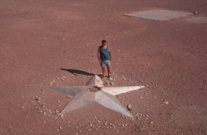 und zu einem fünfzackigen Stern.