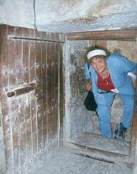 Die niedrige Eingangstür hilft, ungebetene Gäste abzuwehren