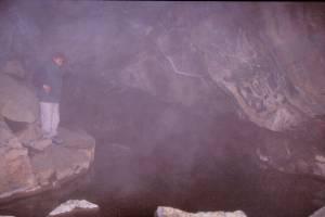 In der Höhle mit Wasser bis 60°C