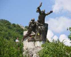 0570_Denkmal_Albanien 2010