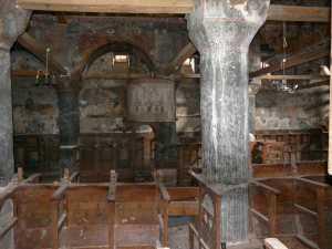 Der Innenraum, wohl seit langen nicht mehr genutzt.