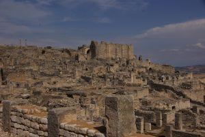 Übersicht über die überwältigende Ruinenstadt