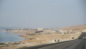 Die Küstenstraße mit der einzigen Ortschaft