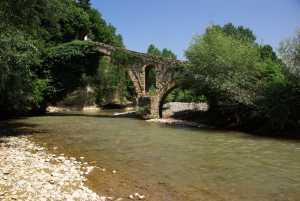 die gut erhaltende Golik-Brücke.