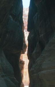 Licht am Ende der über 100 m hohen Felswände