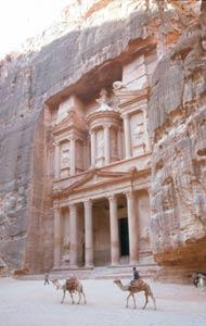 Das 40m hohe und 25m breite Schatzhaus der Nabatäer im Talkessel des Siq