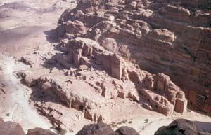 ... gibt es einen atemberaubenden Blick auf die Grabkammern