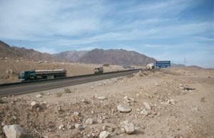 den Dessert Highway auf den letzten Kilometern