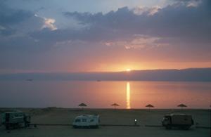 20 km Küste bis Saudi Arabien, bieten nur wenig Möglichkeiten für einen Stellplatz