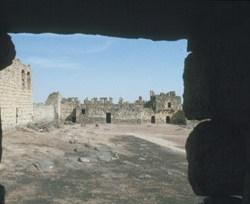 .. hier hat Lawrence von Arabien 1917 sein Winterquartier gehabt. Blick auf den Innenhof in Richtung Eingang