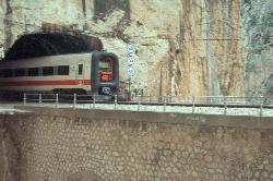 Achtung, schon wieder ein Zug