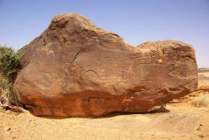 stehen diese auffälligen Felsbrocken...