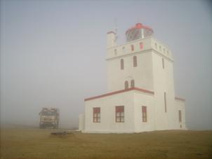 Leuchturm Reykjynes im Nebel